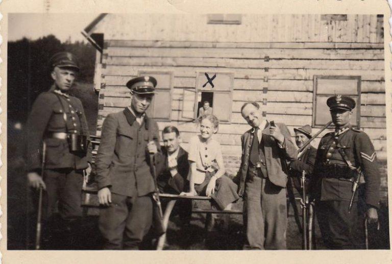 W srodku Marie Petrosova, Ligotka Kamerlna, lato 1939